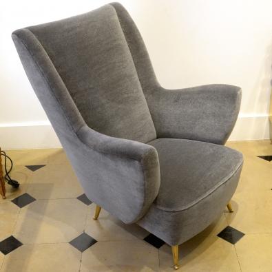 Isa - Paire de fauteuils en velour de mohair et laiton, Italy, circa 1950